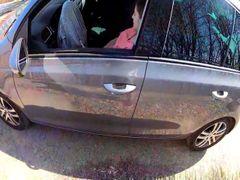 TEIL 1 Voyeur fand eine geile Sau im Auto und sie masturbiert ihre Muschi
