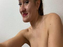 Nude in Overknees mit NS eingesaut