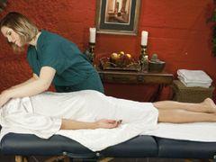 Schlampige NURU-Massage. Erotischer Massagesalon Teil 1