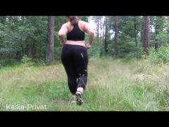Short Clip Blankziehen im Wald