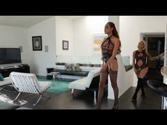 Jessica und Foxxy Dreier Teil 1