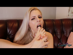 FUSS-Erotik – Ich lecke mir die FÜßCHEN
