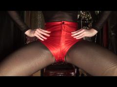 Heisse rote Glanz-Satin-Shorts, mehrere Strumpfhosen (ohne Ton)