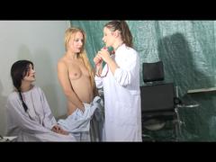 Eindringliche Untersuchung beim Frauenarzt