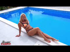 Spontaner Blowjob am Hotelpool