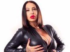 NinaVegas - Porno Schlampe wichst und fickt ihre Löcher