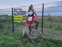 Dreiste Piss-Aktion im Dirndl!!! Fremdes Fahrrad vollgepisst!