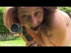 Feucht heiße Spiele mit dem Gartenschlauch