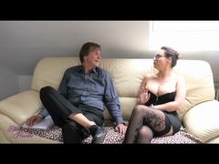 Milf Sau besticht Makler mit AO Sex