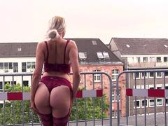 Rooftop-Schlampe - wer fickt meine Pussy?