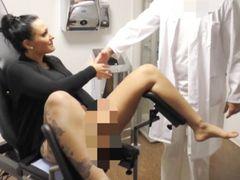 Perverser Frauenarzt - Spermainjektion vom XXL Schwanz!