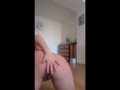Nackt auf dem Boden