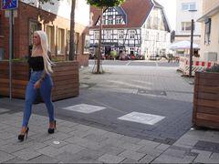 STADT FLITTCHEN so notgeil das die Muschi durch die Jeans tropft!