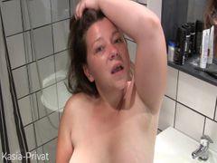 Feuchtes Spiel Voyeur beim Duschen