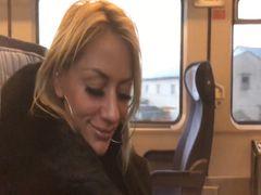 Im Zug zur Arbeit fremden geblasen AO abgeschluckt