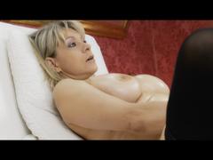 Wunschvideo: Ganz nackt mit Dildo