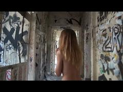 Couple makes their own porn in a ruin