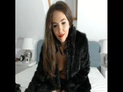 sexy Schlampe im Pelzmantel
