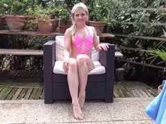 Sexgeiles Girl im Garten der Lust!