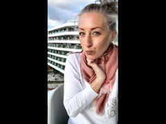 Auf Mallorca öffentlich auf dem Hotelbalkon gefingert und gekommen