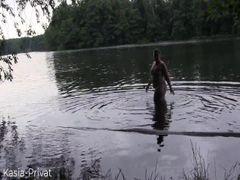 Feuchtes Spiel im See