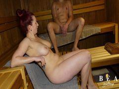 ERWISCHT in der Sauna! War der ORGASMUS zu laut?