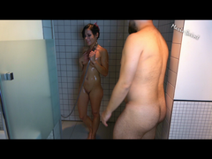 Erstes Sex treffen unter der Dusche