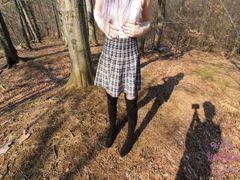 18 jährige fickt im Wald !