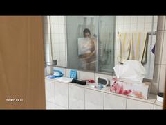 Beim Duschen heimlich beobachtet..!