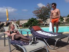 Fremdfick public am Pool -  der dreiste Fremdschwanz