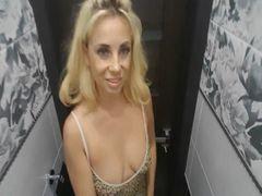 Schau dir meinen Orgasmus in der Toilette an!