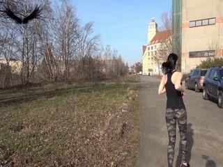 Voll eingepisst Public beim Joggen