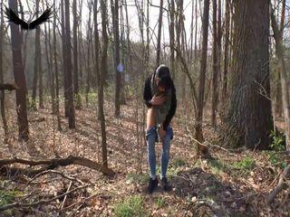 Mein erstes Piss Video und fast in die Jeans gepisst! Outdoor im Herbstwald