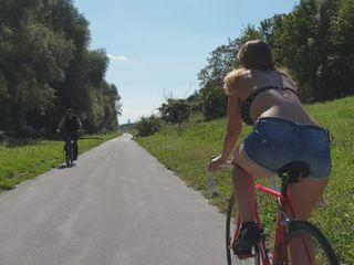 Am Fahrrad vor dir fährt ne geile Ficksau...