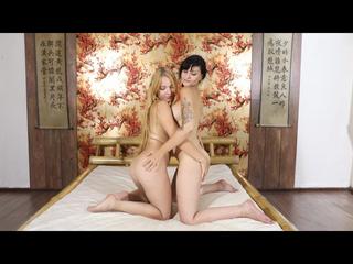 Lesbenmassage im Bett