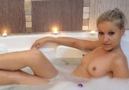 Sexcam Bild von AdelaHotXXX