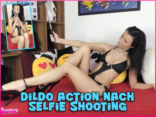 Dildo Action nach Selfie Shooting