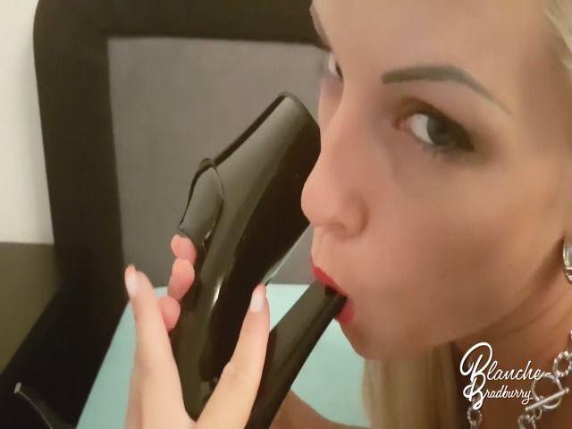 Blanche: HighHeels - heel in pussy