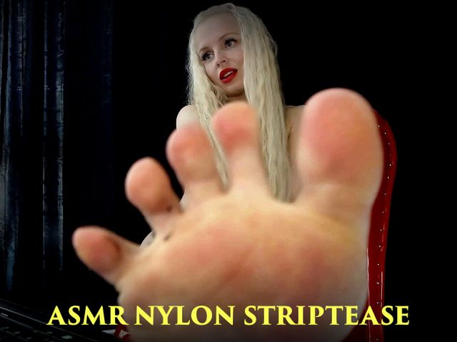 Nylon - Striptease