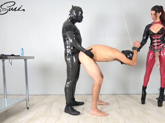Von der Mistress und dem alpha Sklaven gefickt
