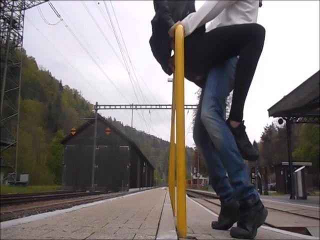 Am Bahnhof public gefickt