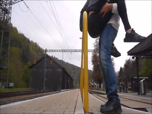Am Bahnhof publik gefickt Teil 2