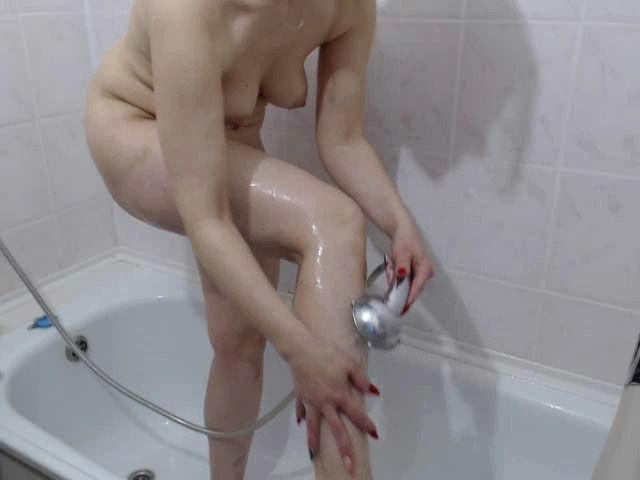 Nackt und nass