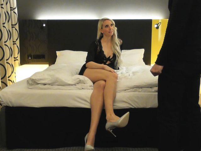 - HILFE! 20cm SCHWANZ vom USER VÖGELT meine PUSSY ohne GNADE im HOTEL! -