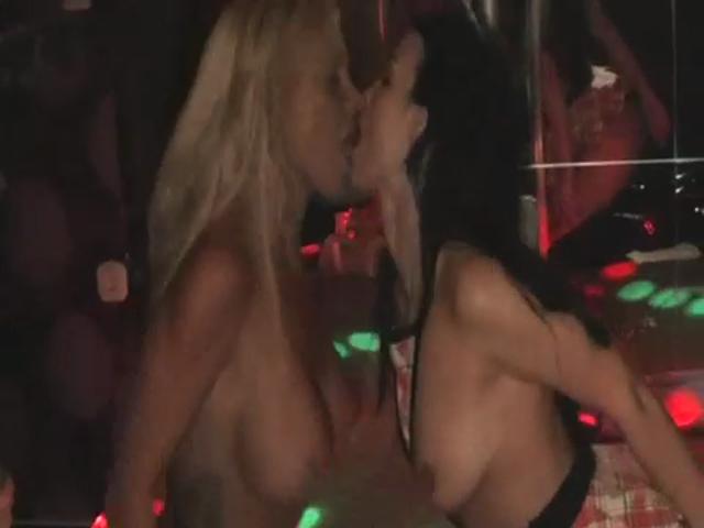 Geile Lesbenaktion im Club mit Maria