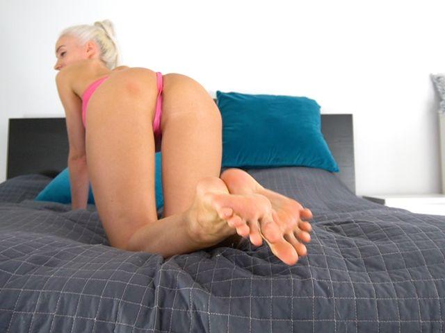 Spritz auf meine sexy Füsse!