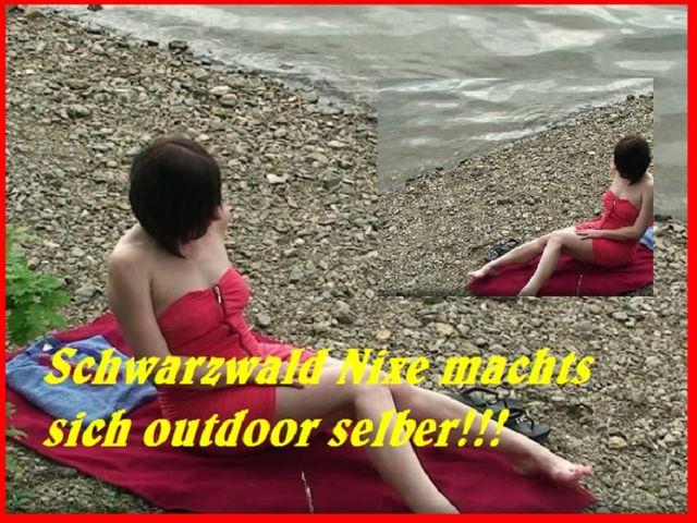 Schwarzwald Nixe macht es sich Outdoor selber!!!