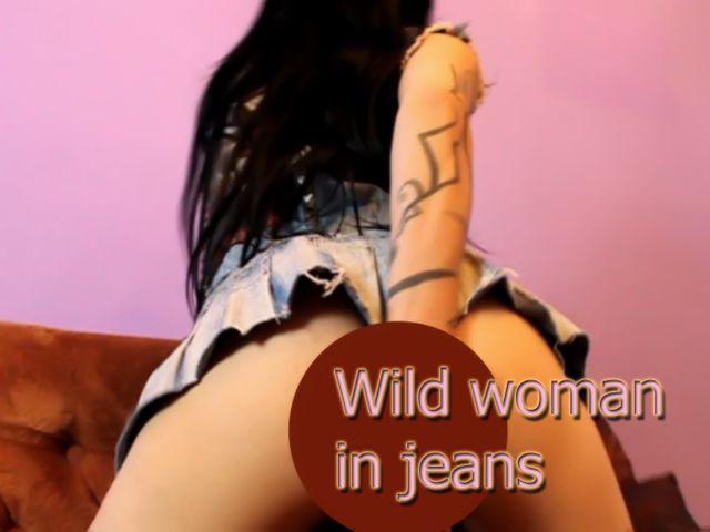 Wilde Frau in Jeans