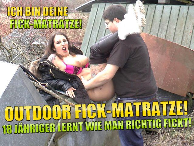 Outdoor Fick Matratze! 18 jährigen lernt wie man richtig fickt!
