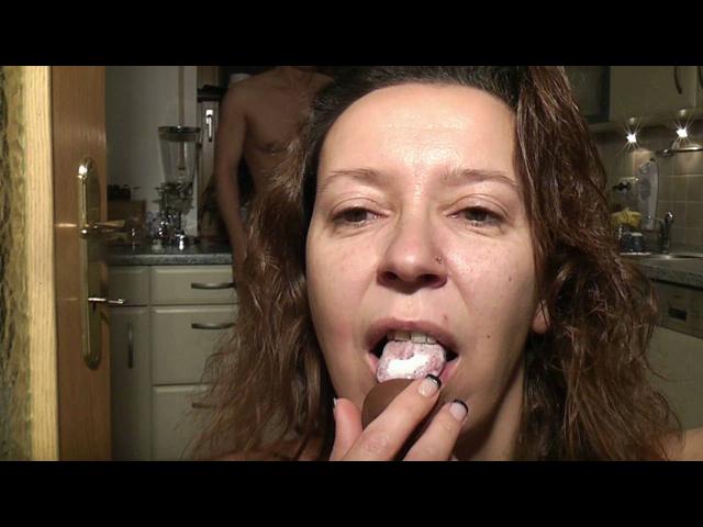 Ü-Ei mit Spermafüllung - Die Sau spritz rein